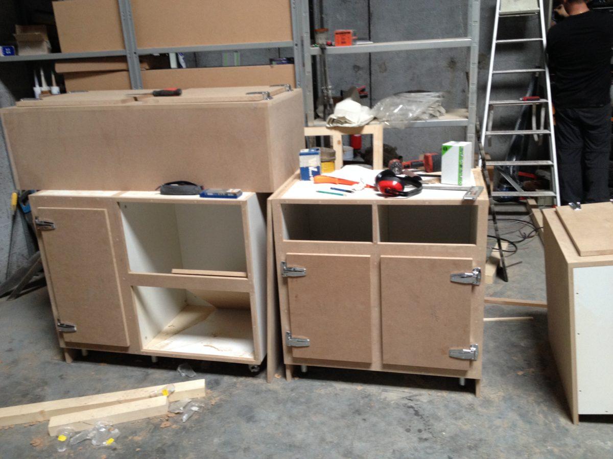 réalisation de meubles de cuisine sur mesure (pendant)